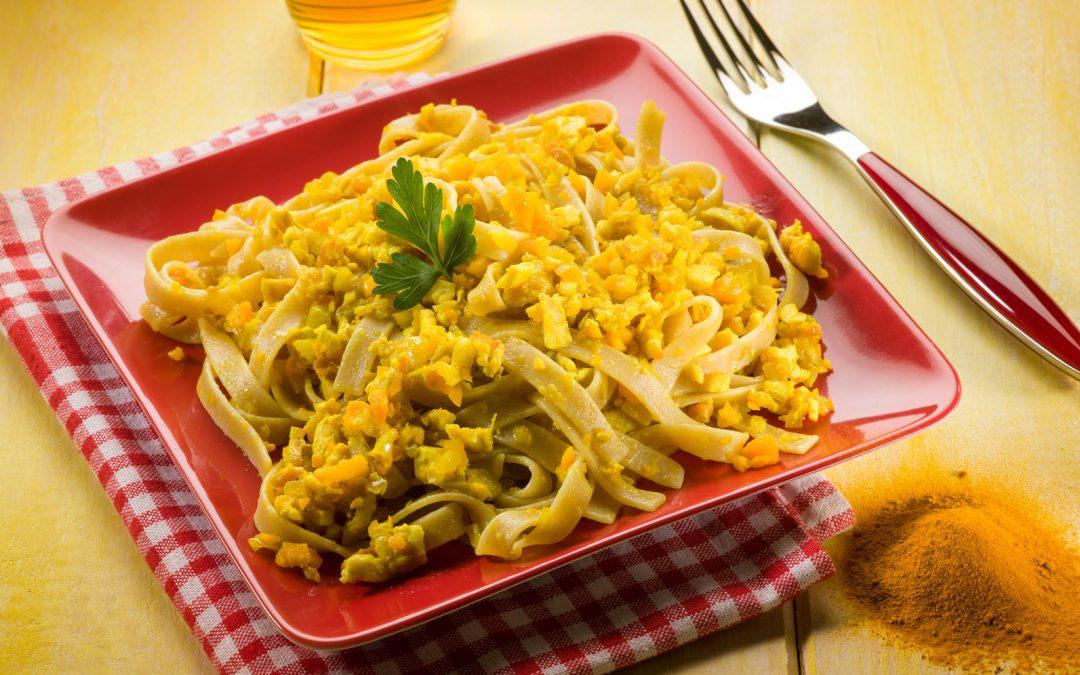 Curry-Nudeln mit Hühnerbrustfilet nach asiatischer Art Rezept
