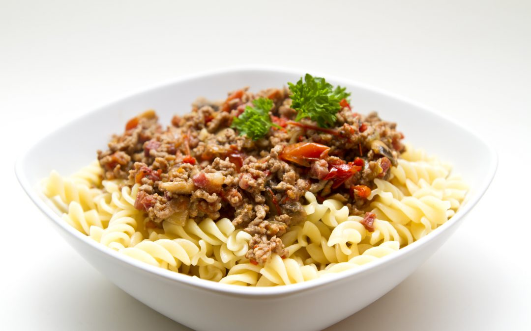 Knoblauch-Nudeln mit Salsiccia-Bolognese Rezept