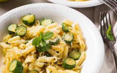 Kräuter-Nudeln mit Lachs-Zucchini-Sauce Rezept