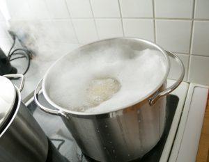 nudelwasser kocht über
