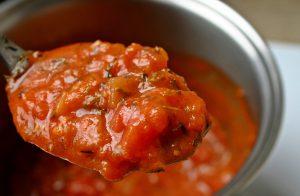 Leichte Tomatensoße: Kalorienarmes Rezept